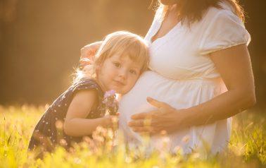 """Jaka jest ciąża po sztucznym zapłodnieniu? Czy różni się od tej """"klasycznej""""?"""